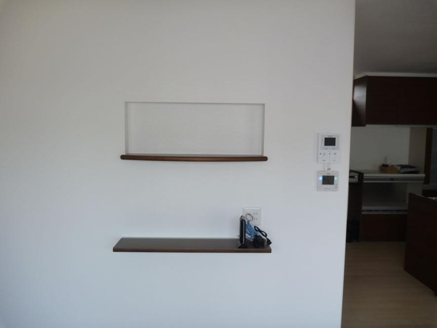 タカケンの施工実績画像:ソーラー表示部に壁埋め込み収納