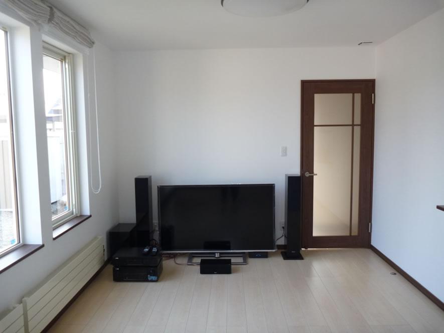 タカケンの施工実績画像:居間 5.1chテレビシステム